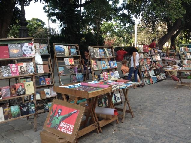 Venda de livros na Plaza de Armas