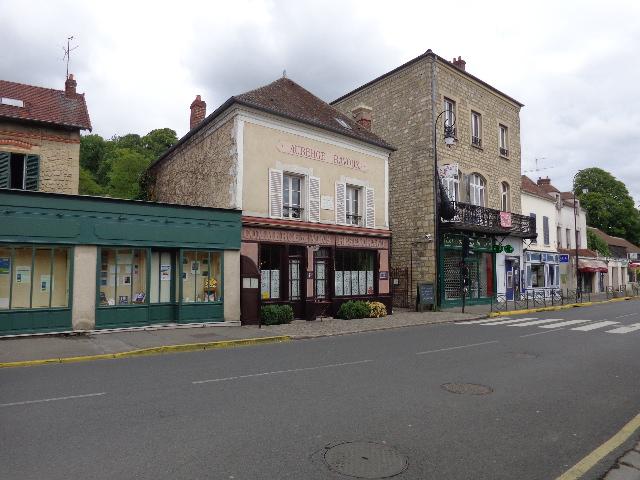 Auberge Ravoux, ao centro