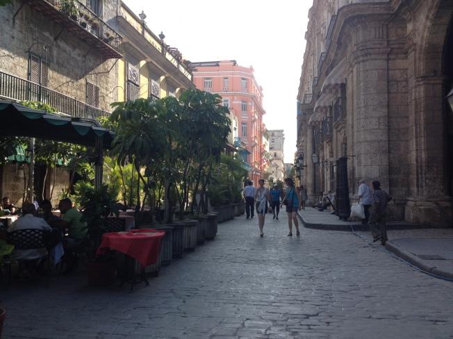 Rua Obispo com vista do Hotel Ambos Mundos