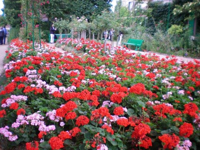 Jardim em frente a casa de Monet