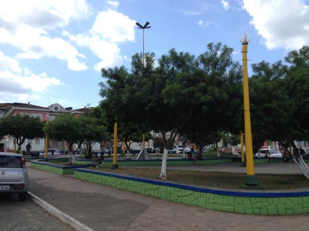 Praça da prefeitura, sede ao fundo